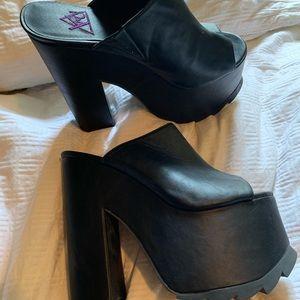 Shoes - XRU black platform heels